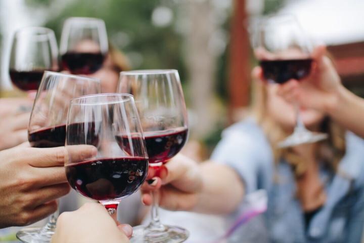 Wine friends holiday sunshine fun apéro family France Aveyron