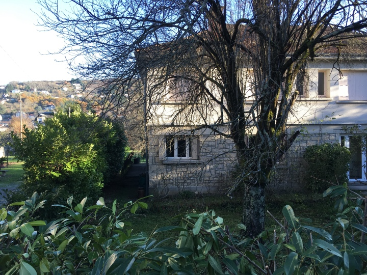 La Roseraie apartment holiday home booking Aveyron Bellevue Pago terrasses maison